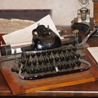 typewriter-20157__180
